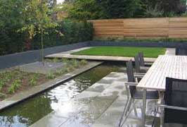 tambin puede incorporarse una fuente para introducir el sonido relajante y el moviendo del agua mitiga el ruido de la ciudad - Jardines Minimalistas